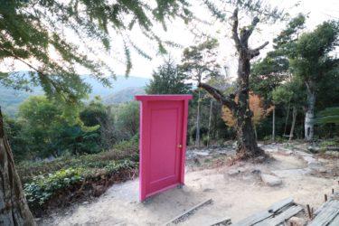 【カフェ EASE】岡山県の人気観光スポット「牛窓」に、どこでもドア!?インスタ映え間違いなしのオススメカフェ。