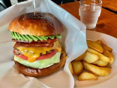 【Cozzy's】表町で食べる『大人のハンバーガー』肉々しいハンバーガーをガブリ!テリヤキバーガーやアボカドトッピングが超オススメ♪♪