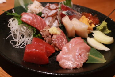 【まぐろと旬菜 kurofune~クロフネ~】岡山市中区|マグロ好きにはたまらない!「マグロ専門居酒屋」で希少部位『脳天トロ刺し』やマグロ三昧に酔いしれる