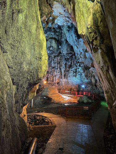 【備中鐘乳穴(かなちあな)】岡山県真庭市|雨の日は神秘的な光景に!日本最古の歴史とロマンを秘めた洞窟でインスタ映え。