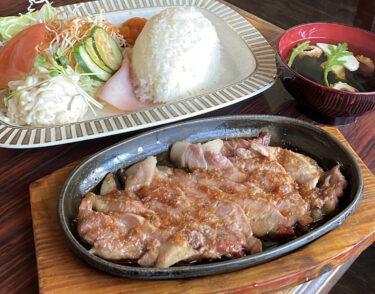 【珈琲館モカ】総社市|総社でコスパ最強!鉄板に乗った「ブタ(生姜焼き)定食」が大人気すぎる。